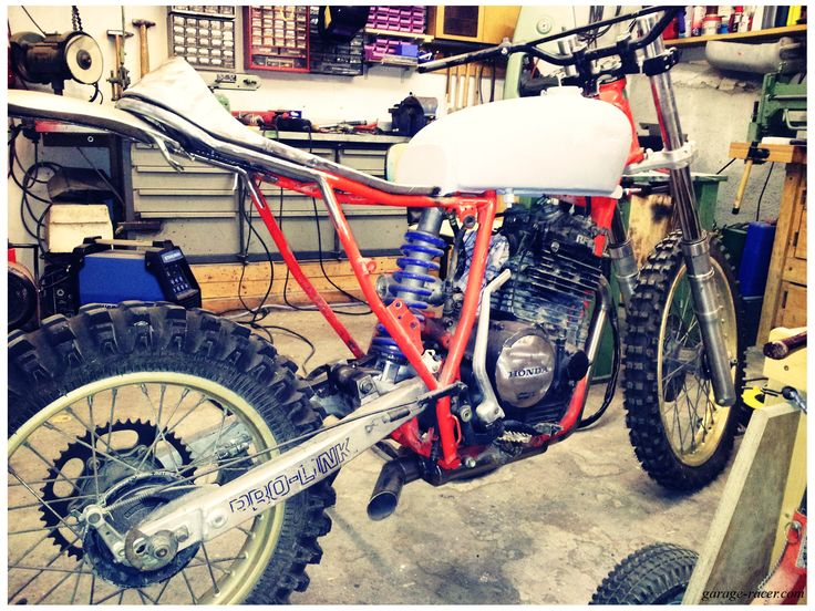 Shows the most important steps of an xr600 conversion to a street tracker / cafe racer.
