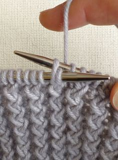 Rick Rack stitch clearly explained with a free pattern for a nice scarf. Purl Bee