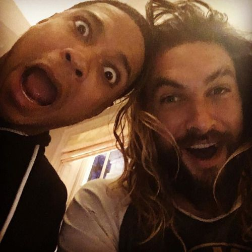 One doesn't keep 40,000 Dothraki screamers in line with puny abs. Jason Momoa has revealed how he gets his ridiculously sculpted body: hard work. 1-6,8: @prideofgypsies 7: rehsifyar Chilling with some of The League @prideofgypsies @henrycavill Ray Fisher April 9th 2016