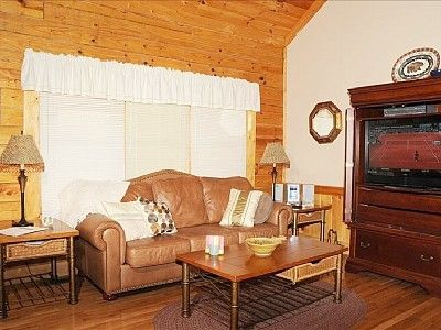 VRBO.com #969314ha - Luxury Cabin with All the Amenities, Pools, Wi-Fi