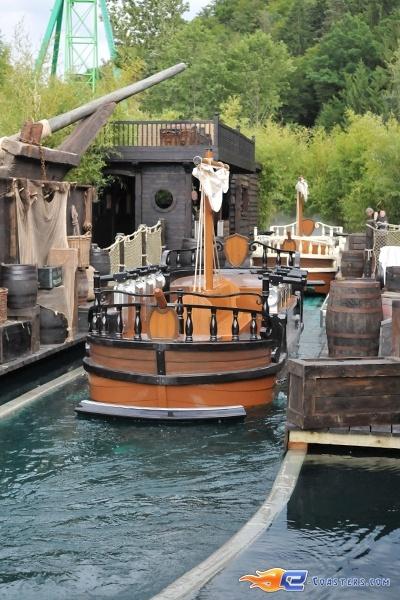 24/26 | Photo de l'attraction Pirates Attack située à Fraispertuis-City (France). Plus d'information sur notre site http://www.e-coasters.com !! Tous les meilleurs Parcs d'Attractions sur un seul site web !!