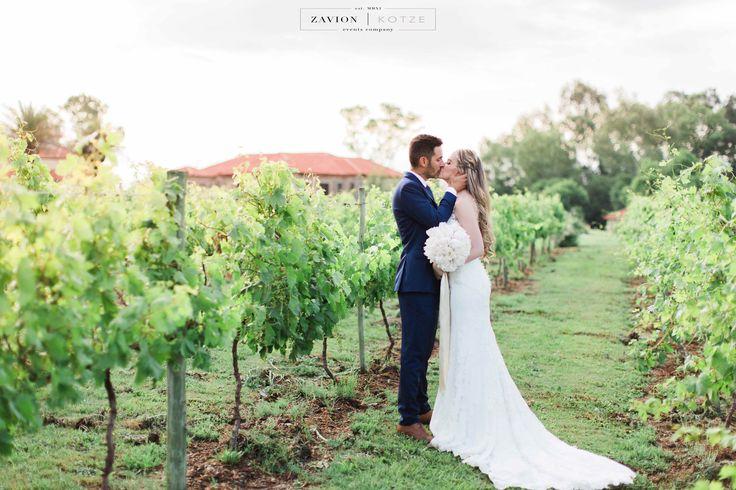 Vineyard wedding, peony bouquet, garden styled wedding, white bouquet, white peony's whit peonies