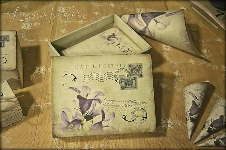 Carte postale wish cards with box and little cones - Flowers - Vintage wedding stationery - Beyond Verve