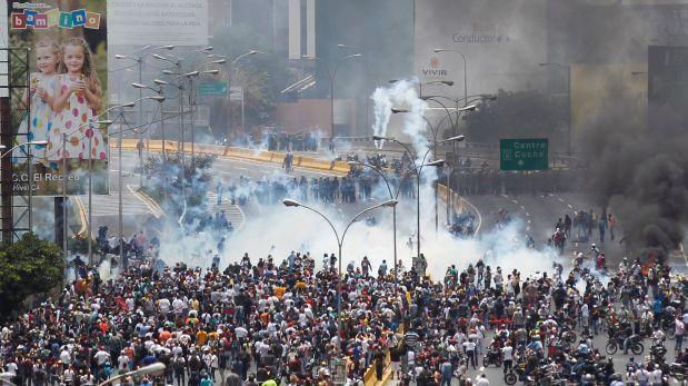 Venezuela: Policía lanzó bombas lacrimógenas desde helicóptero