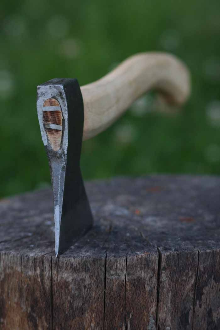 A razor sharp axe that will do anything from felling small trees and splitting firewood to splitting kindling but what it really excels at is carving. For many years there has not been a good axe available that came sharp and ready to use for less than £70, these axes work really very well indeed. The …