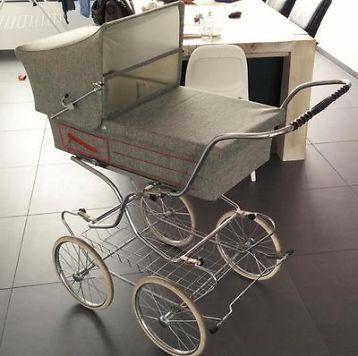 ouderwetse kinderwagen uit 1978