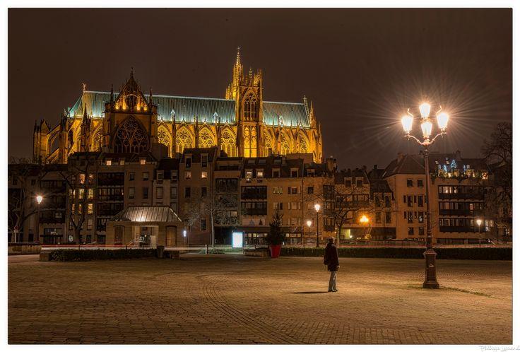 Lantern of God   |  Lanterne de dieu - The lantern of God seen from the Place de la Comédie in Metz under the benevolent gaze of the lamppost.  |   La lanterne de dieu vu de la place de la comédie à Metz sous le regard bienveillant du lampadaire.