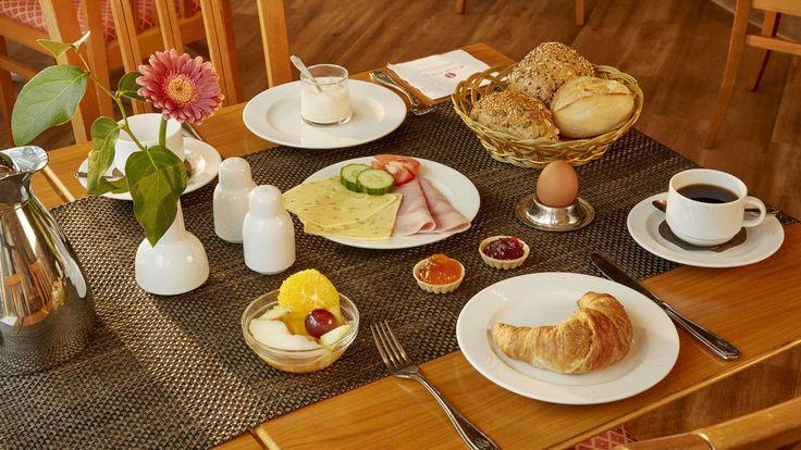 Leckeres Frühstücksbuffet im H+ Hotel Magdeburg