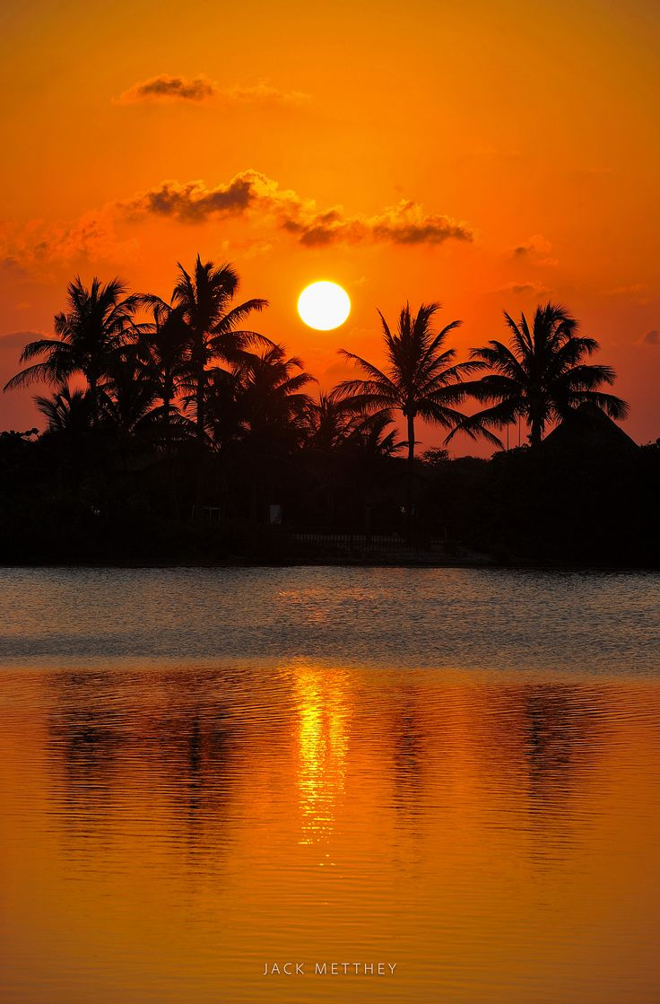 Tropical sunset in Cancun - null