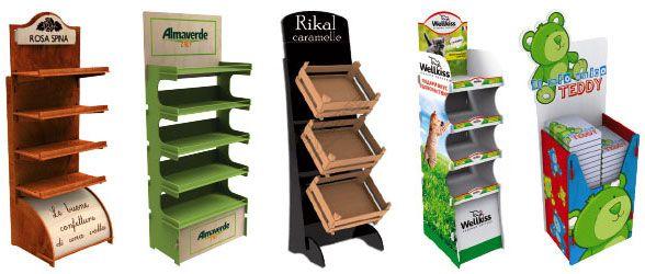 Espositori in legno ad incastro personalizzabili con logo e colori. Con ripiani, ganci e ruote. Offerte per aziende e negozi.