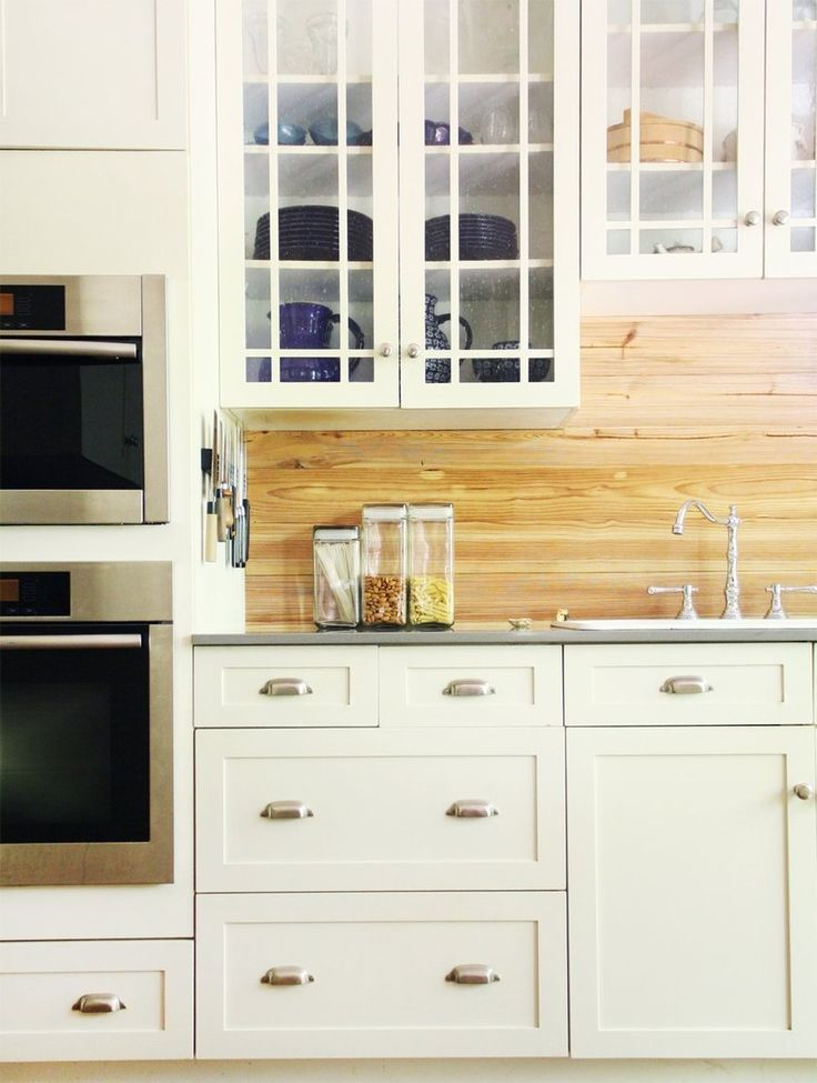 See if your home kitchen has any of these common design mistakes happening and have a better-looking house by the end of the day with these simple fixes.