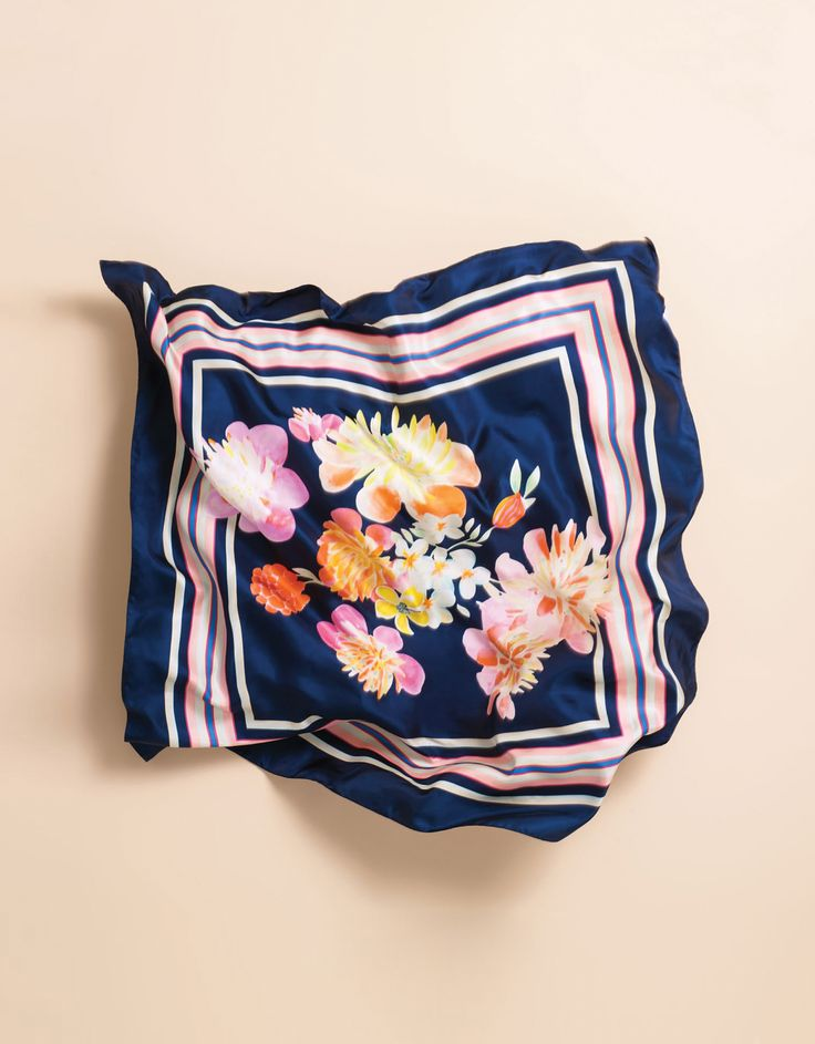 OILILY Women's Wear - Spring Summer 2015 - Shawl Carre Pony Bouquet