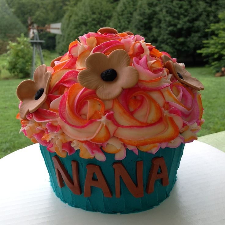 144 best Cakes - Giant Cupcake images on Pinterest   Conch ...