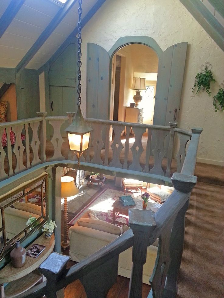 """Adventures of a Home Town Tourist: Carmel by the Sea - Hugh Comstock's Architectural Signature - Inside """"Hugh W. Comstock Residence formerly known as Obers"""""""