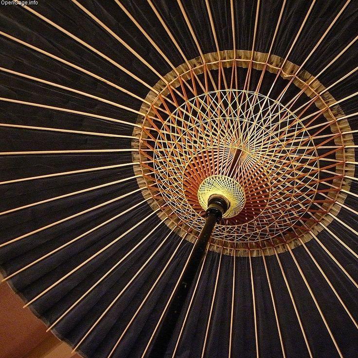 Underside_of_a_Japanese_umbrella.jpg