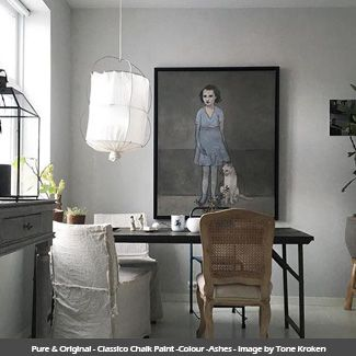 Classico Chalk Paint wall in the colour - Ashes - Image by Tone Kroken #ashes #pureandoriginal #naturalpaint #natural #paint #chalkpaint #classico #interiordesign #interiorpaint #interiordesign #interiorinspiration #decorating #painting #vocfree #nontoxic