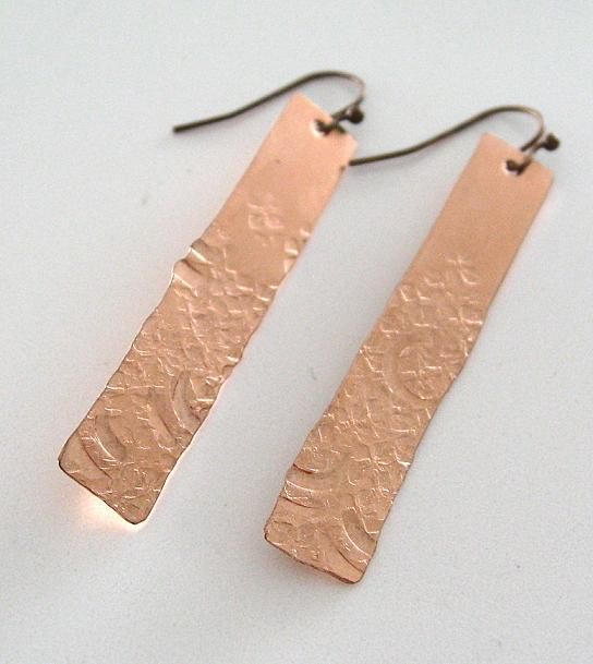 Örhängen i koppar. Earrings made of copper