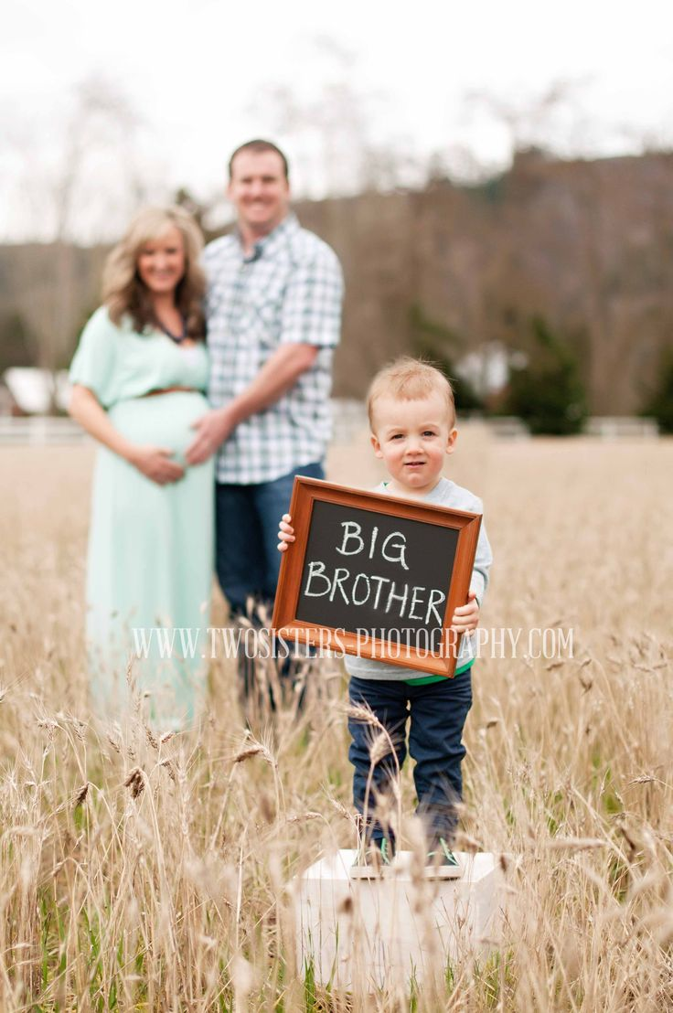 www.twosisters-photography.com Maternity Photography | Sumner Washington Maternity and Newborn photographers | Field maternity session | Family maternity session | Big brother | Chalkboard photo