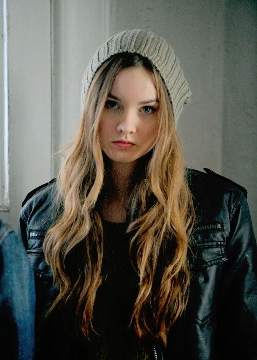 ((FC: Liana Liberato))Hey I am Kat.I am 16,Single and depressed but I dont let people know that,I pick a lot of fights to keep it hidden.I dont trust easily.My brother and I are always jumping from one foster home to other.He's my only family but He's an ass and I hate him.Introduce?((Acts like Type B but is actually Type A)).