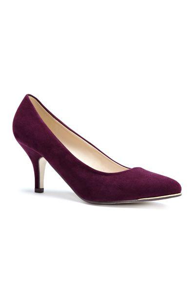 Classic Burgundy Heel / Chaussures à talons de couleur bourgogne #Solemates #Reitmans #Chaussures #Hot #Trendy #KittenHeel #KittenHeels