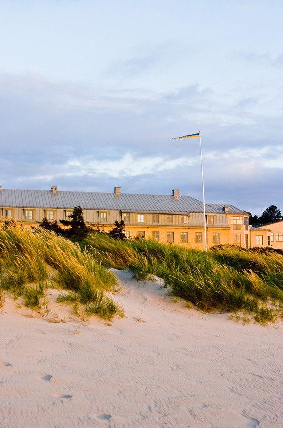 Lige udenfor Comwell Varbergs Kurort finder du Varbergs kendte strandpromenade, lange strande, og kuperet terræn,  som indbyder til løb og friske gåture