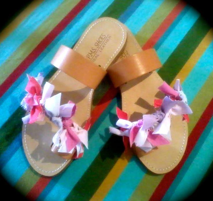 ΡΟΥΧΟΥΘΚΙΑ etc: Δερμάτινα σανδάλια με πολύχρωμα... ρουχούθκια!