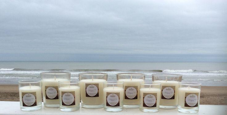 Velas naturales hechas a mano perfumadas con delicado aceite esencial de jazmín. www.velasmariat.com