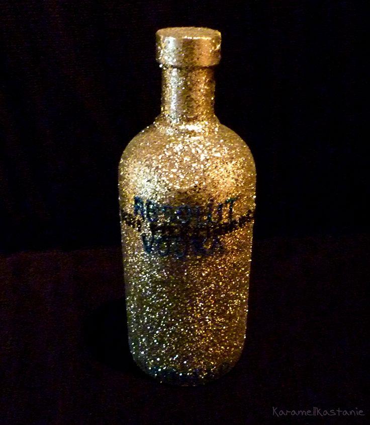DIY Glittery Vodka Bottle – Glitzernde Wodkaflasche