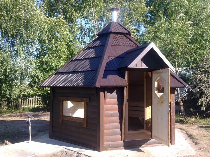 Najlepiej sprzedająca się Sauna / Ruska Bania 9,9m2 z przedsionkiem. Jednocześnie może z niej korzystać 8 osób w tym 3 miejsca leżące. Więcej informacji na stronie a2domki.pl