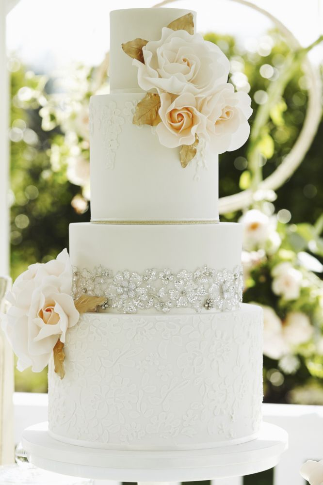Elegant Wedding Cake | Peach Wedding Inspiration From Top Essex Based Wedding Suppliers | Images by Your Wedding Story Photography | http://www.rockmywedding.co.uk/peach-wedding-inspiration/
