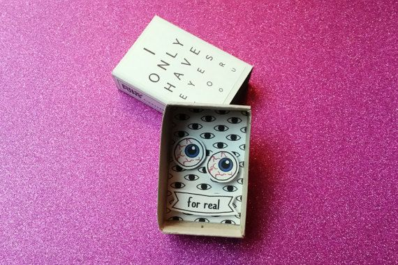 I only have eyes for you... For real.  Creepy but very cute. This is a very unusual little box which makes a spooky funny card for Valentine's Day. Gift it to a boyfriend, girlfriend, husband, wife or partner with a weird sense of humor. Someone who can appreciate a little oddity or awkwardness!  Be aware: not suitable for anyone who is squeamish! Or maybe just because of that very reason.  Theres also the possibility to customize this little box by adding a name on the banner.  Personalized…