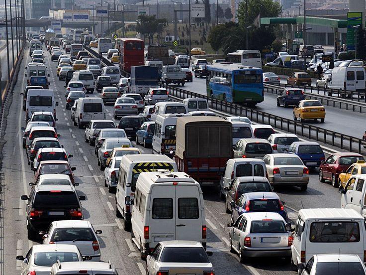 [LE SAVIEZ-VOUS ?]  Le réseau routier public français est constitué de voies communales (600 000 km), de routes départementales (380 000 km, et de 20 000 km de routes nationales et d'autoroutes. #automobile #voiture #aramisauto #cars