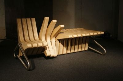 Um banco que se transforma em mesa e também pode ser as duas coisas ao mesmo tempo. Essa é a proposta do Coffee Bench da designer polonesa Karolina Tylka. Veja o post: http://zip.net/bqqLVk