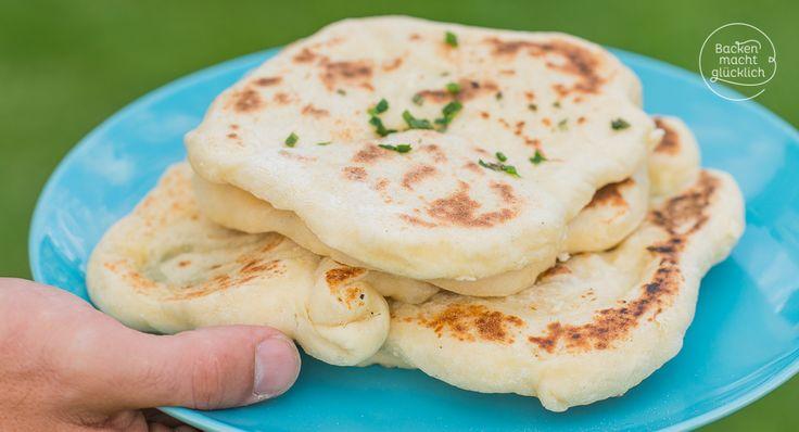 Mit diesem Naan-Rezept lässt sich ganz schnell indisches Fladenbrot in der Pfanne backen. Das Naan-Brot ist wunderbar fluffig und sogar vegan möglich.