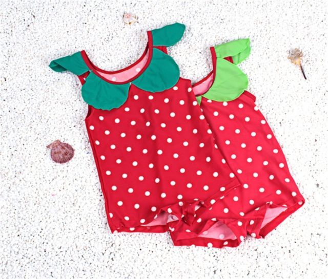 CUTE VINTAGE STYLE STRAWBERRY SWIMSUIT