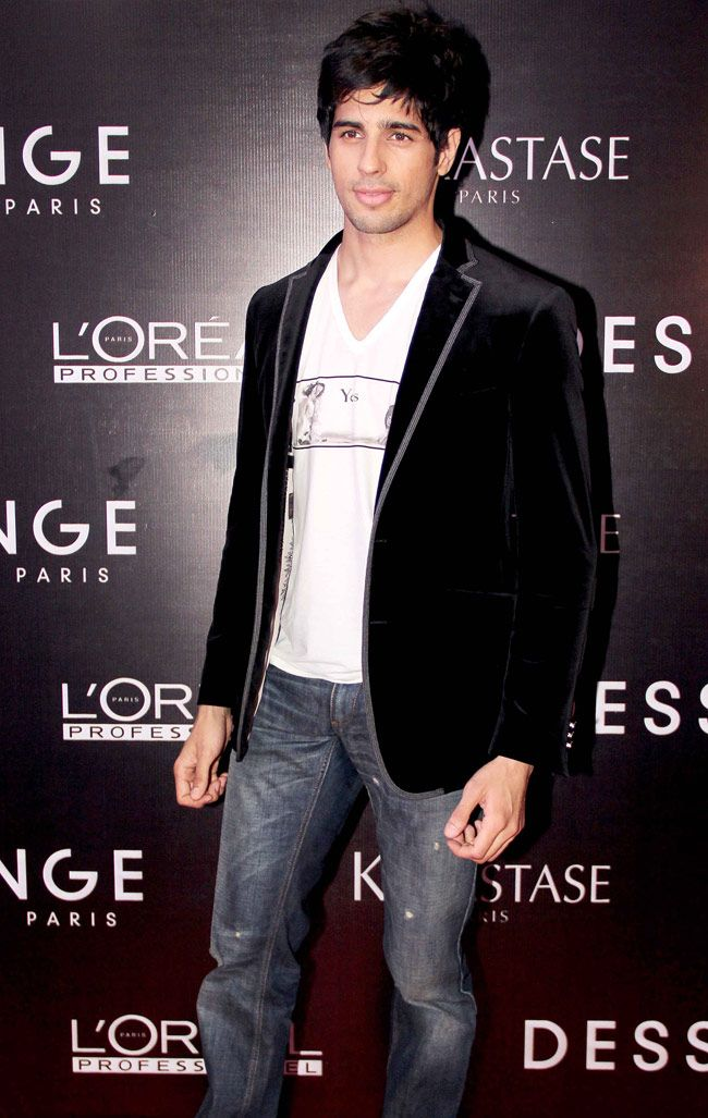 Siddharth Malhotra, stood out with his black jacket and boy-next-door smile at the launch of Dessange. #Bollywood #Fashion #Style