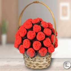 Everybody loves red roses if they are edible like this one nobody resist them. Edible red roses bouquet has discount on January #redrosesbouquet #redrosesflower #redroses #frutiko