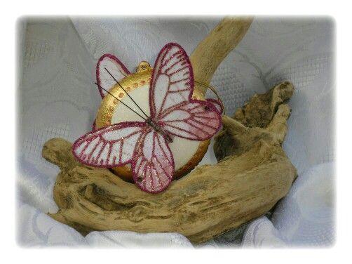 Med. Con farfalla grande fucsia 3˚