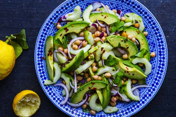 <em>Scroll down to the bottom for avocado and chickpeas salad with a moroccan twist recipe in english.</em>...