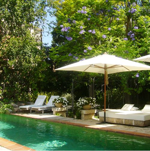 traumhafter-pool-mit-blueten-finca-hotel-refugio-son-pons-mallorca