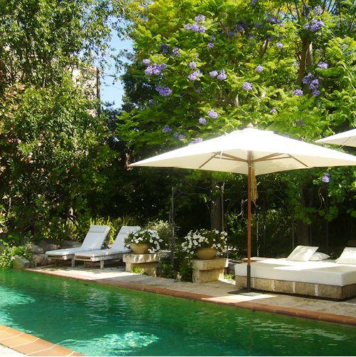 traumhafter-pool-mit-blueten-finca-hotel-refugio-son-pons-mallorca