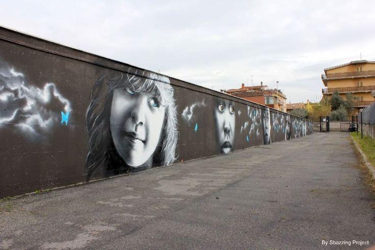"""""""In questi occhi si leggono le emozioni dei bambini"""", è il commento di  una giovane allieva della scuola media facente parte del complesso  scolastico di via Paternò, nel quartiere Borghesiana. E sono proprio i  bambini i protagonisti del lavoro che lo street artist Dan"""