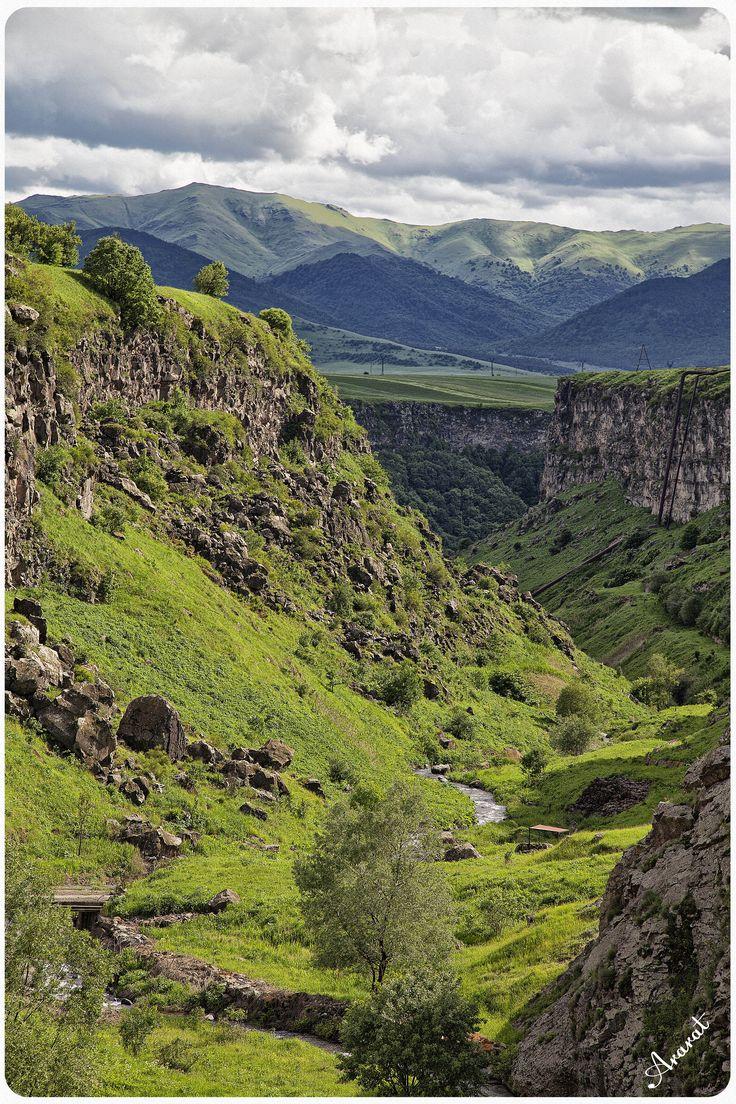 Strong green mountains