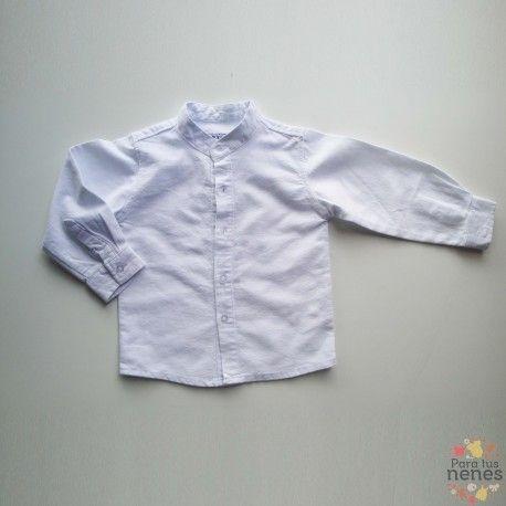 Un básico para cualquier temporada es sin duda esta camisa blanca con cuello mao y por solo 15,99€ y con el descuento 14,39€. Aprovecha esta oferta que termina esta semana.