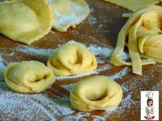 Con questa ricetta base di pasta fresca all' uovo,potrete realizzare ravioli,lasagne, pasta ripiena, tagliatelle, tagliolini e tanti altri fo
