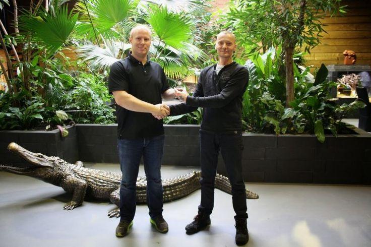 Overhandiging van Award aan het reptielenhuis de aarde in Breda