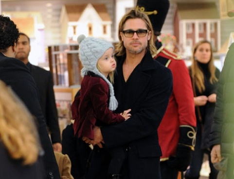 Brad Pitt and Angelina Jolie take their tots to FAO Schwarz. Click to see all their family photos!