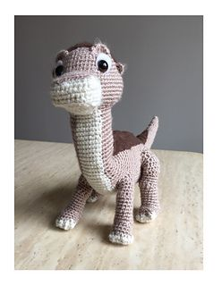 Baby Longneck Dinosaur pattern by Josephine chow