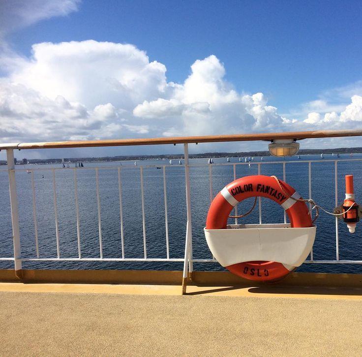 #sunshine #nofilter #colorline #colorlinefantasy #schiff #fähre #ferry #kiel #oslo #norwegen #norway #norge #sailboat #travel #clouds by kommuni_kati_on