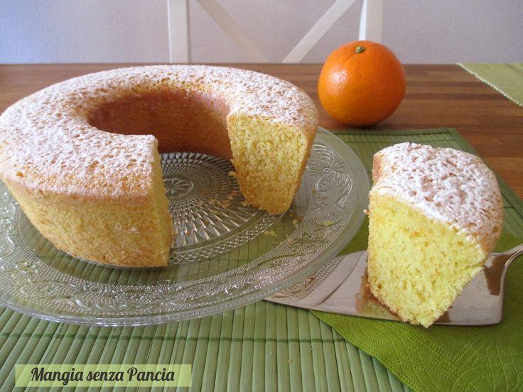Una soffice ciambella alle arance senza grassi, ideale per merenda o colazione: si può cuocere nel fornetto Versilia o anche nel forno tradizionale.